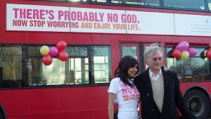 A. Sherine und Richard Dawkins zur Eröffnung der Buchkampagne in England: Möglicherweise gibt es keinen Gott: also mach dir keine Sorgen und genieße das Leben.